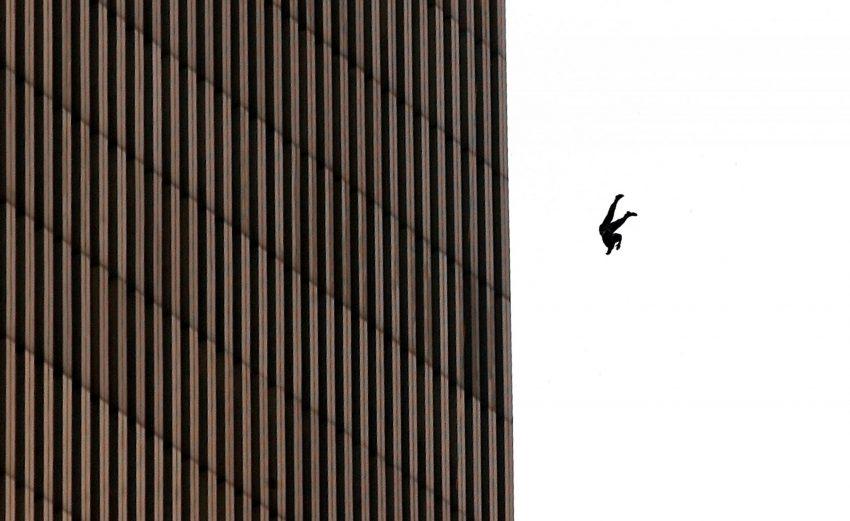 Homem em queda (2001, Richard Drew)R