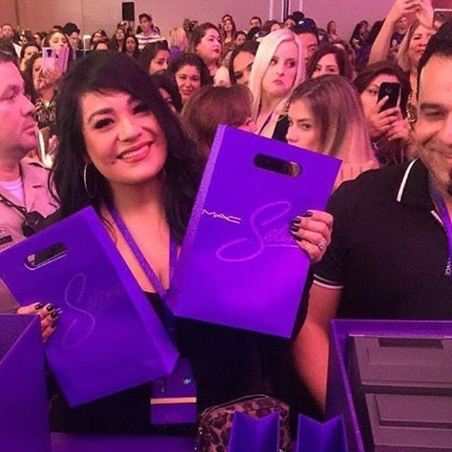 A irmã de Selena no lançamento da coleção