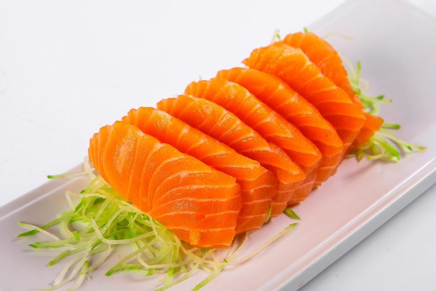Salmão: É um 'super-alimento' do qual poderá reter quer proteínas quer Omega-3, a substância que eleva a produção celular