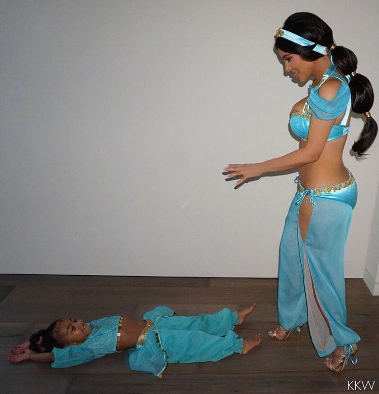 kim-kardashian-e-north-halloween-jasmine