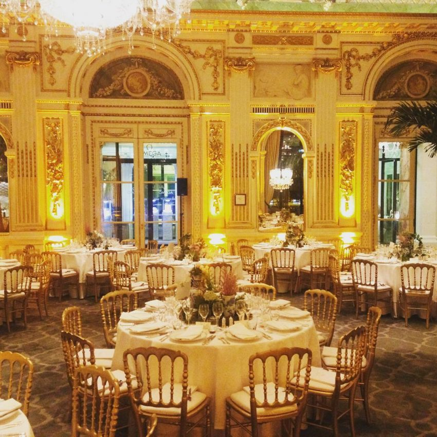 O hotel 'The Peninsula Paris' recebeu as debutantes