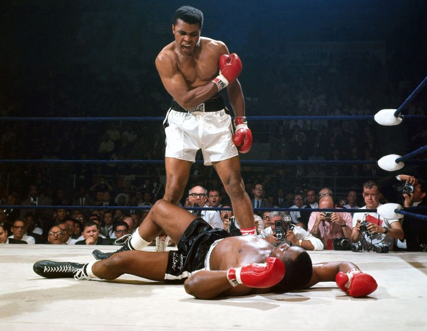 Muhammad Ali vs Sonny Liston (1965, Neil Leifer)
