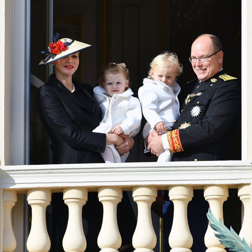 Príncipes Alberto e Charlene com os filhos gémeos
