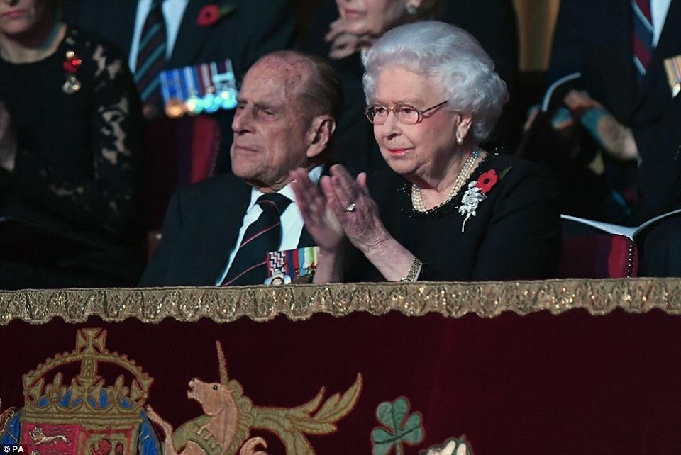Rainha Elizabeth não comparece a missa de Ano Novo