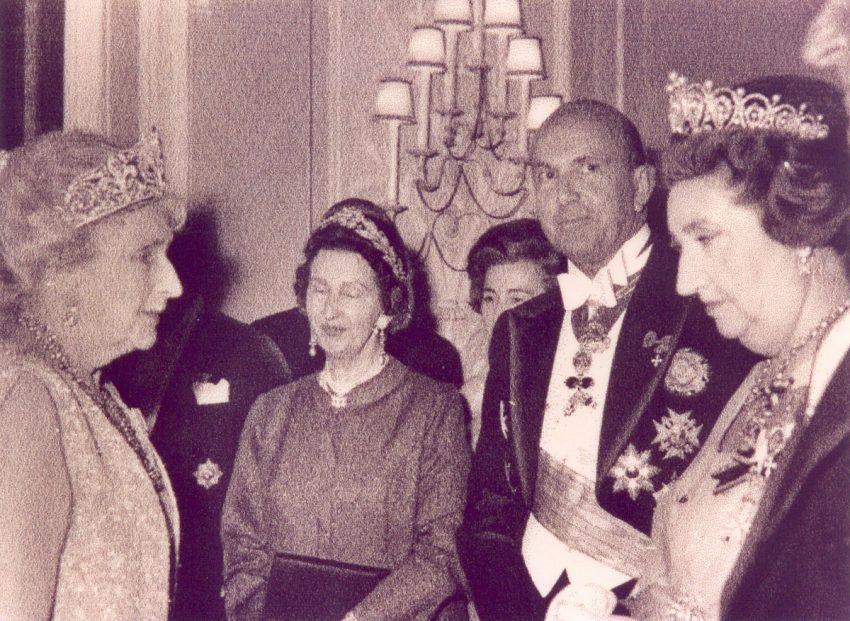 A rainha Vitória Eugénia de Espanha e rainha Joana da Bulgária no Estoril