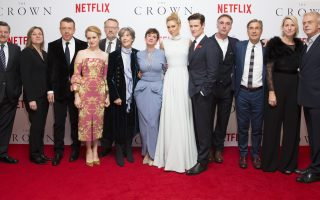Ted Sarandos, Cindy Holland, Peter Morgan, Claire Foy, Jared Harris, Dame Eileen Atkins, Victoria Hamilton, Vanessa Kirby, Matt Smith, Greg Wise, Andy Harries, Suzanne Mackie e Stephen Daldry