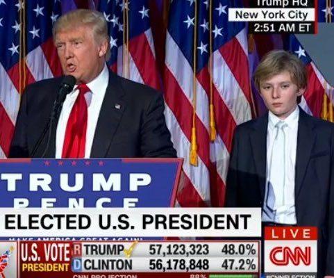 A cara de sono e tédio do filho mais novo de Trump também foi notada pelos internautas