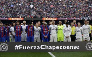 63117055_the-players-of-barcelona-and-real-madrid-stand-for-a-minute-of-silence-for-the-victims
