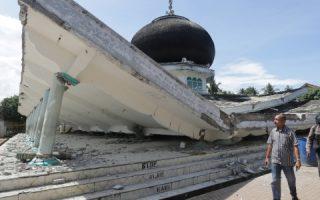 7dez2016-mesquita-desaba-devido-ao-terremoto-em-pidie-jaya-na-provincia-de-aceh-indonesia-1481106498848_615x300