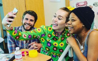 miley-cyrus-e-liam-hemsworth-hospital