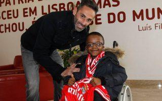 Jonas jogador Benfica com Anderson Moreno criança doença rara