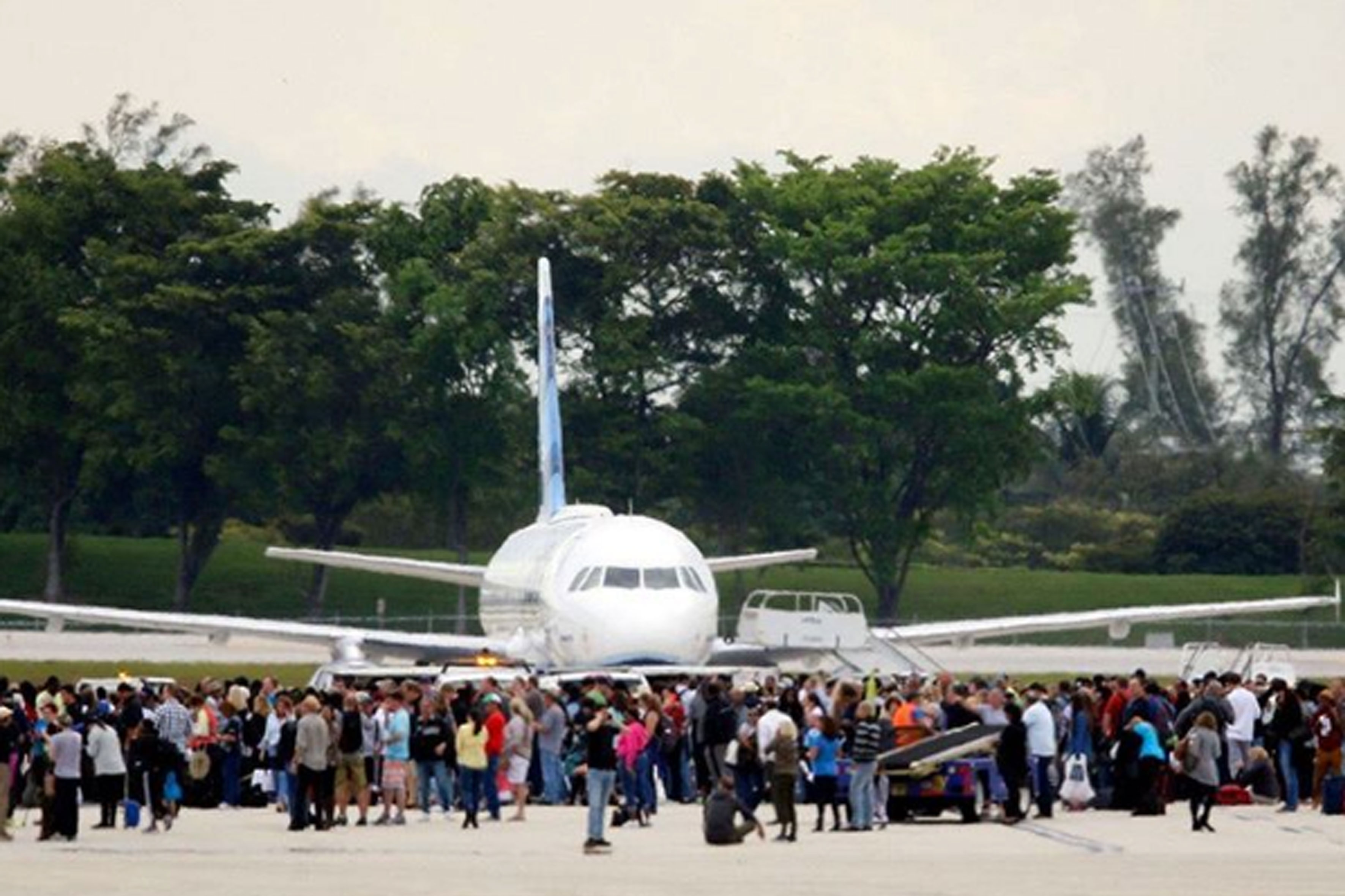 Tiroteio no aeroporto da Flórida deixa 5 mortos e 8 feridos