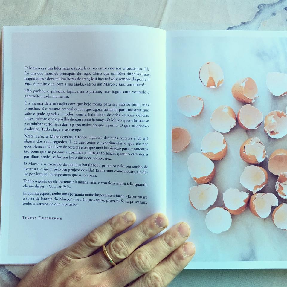 Marco Costa e livro dedicatória Teresa Guilherme