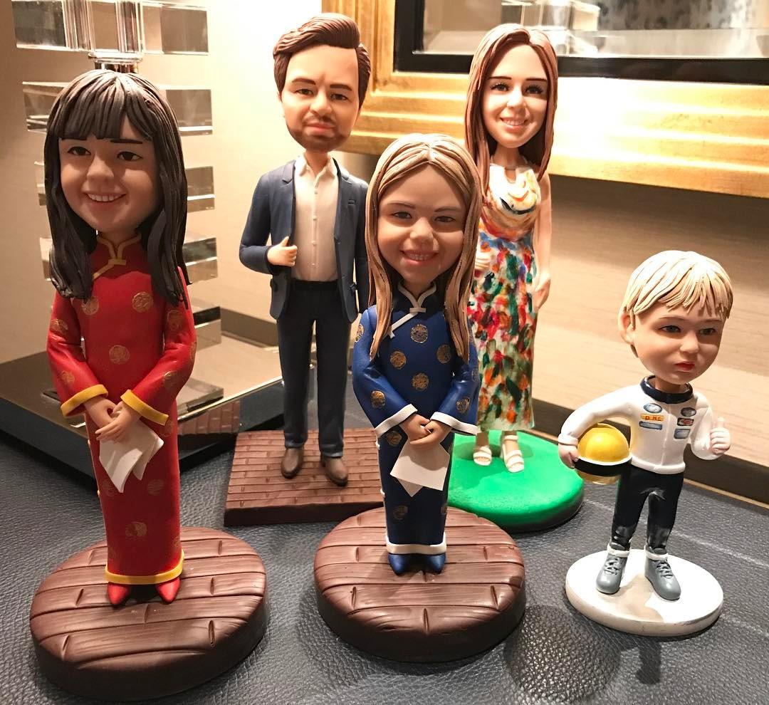 André Villas-Boas e família em bonecos China