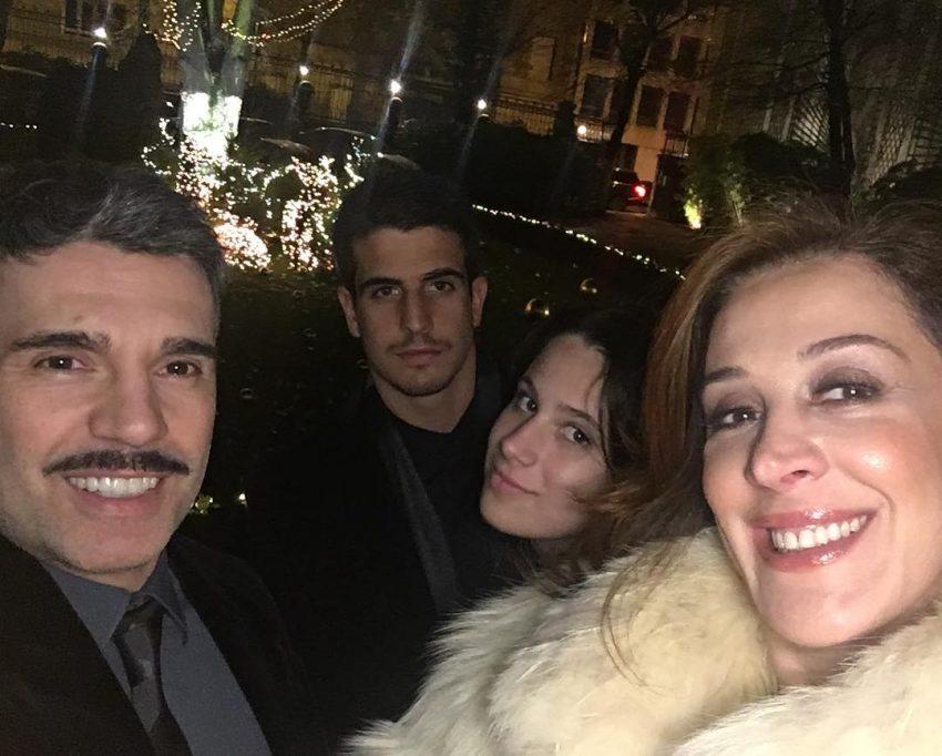 Com os filhos e o marido, em Paris