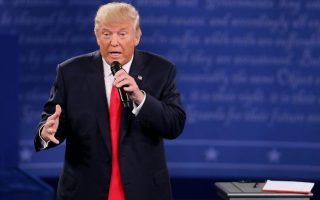 Donald Trump e gravata comprida