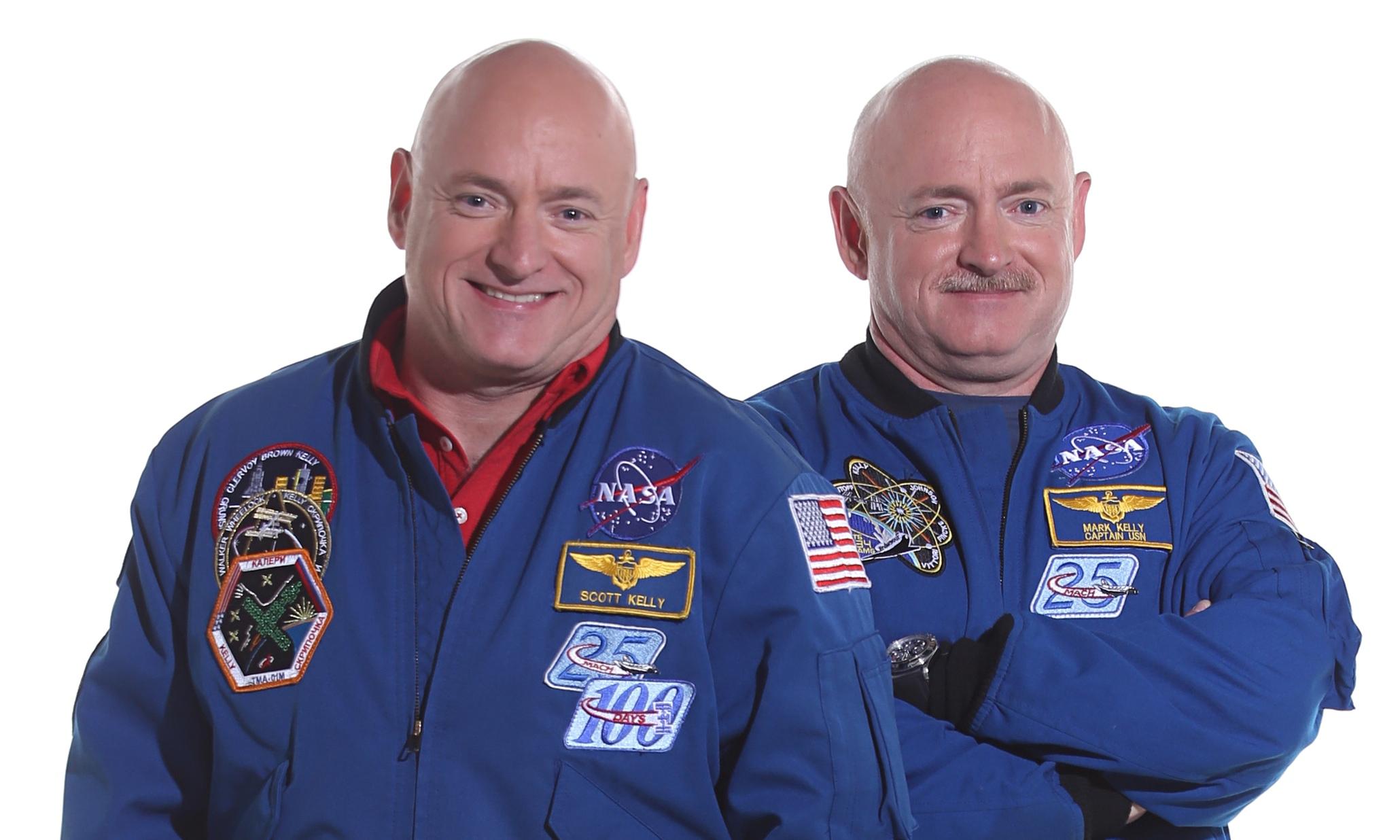 Os irmãos gémeos Scott (à esquerda) e Mark (à direita) Kelly