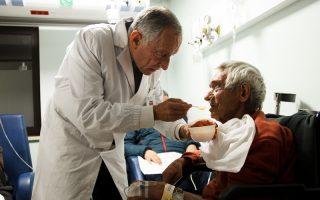 Marcelo Rebelo de Sousa dá comida a doentes da urgência Hospital São Francisco Xavier 9