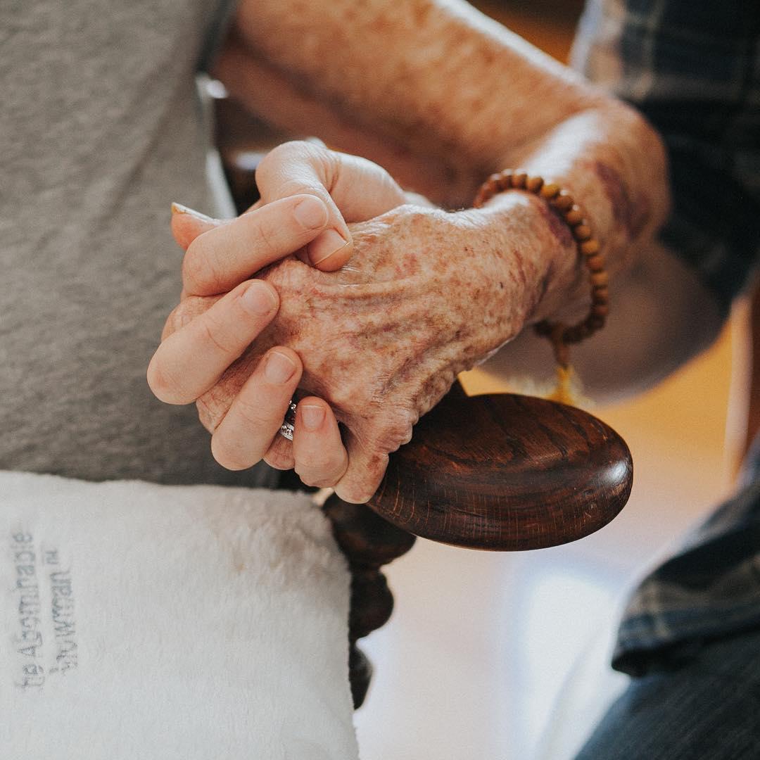 Norma Cook, idosa ajudada pelo ator Chris Salvatore 2
