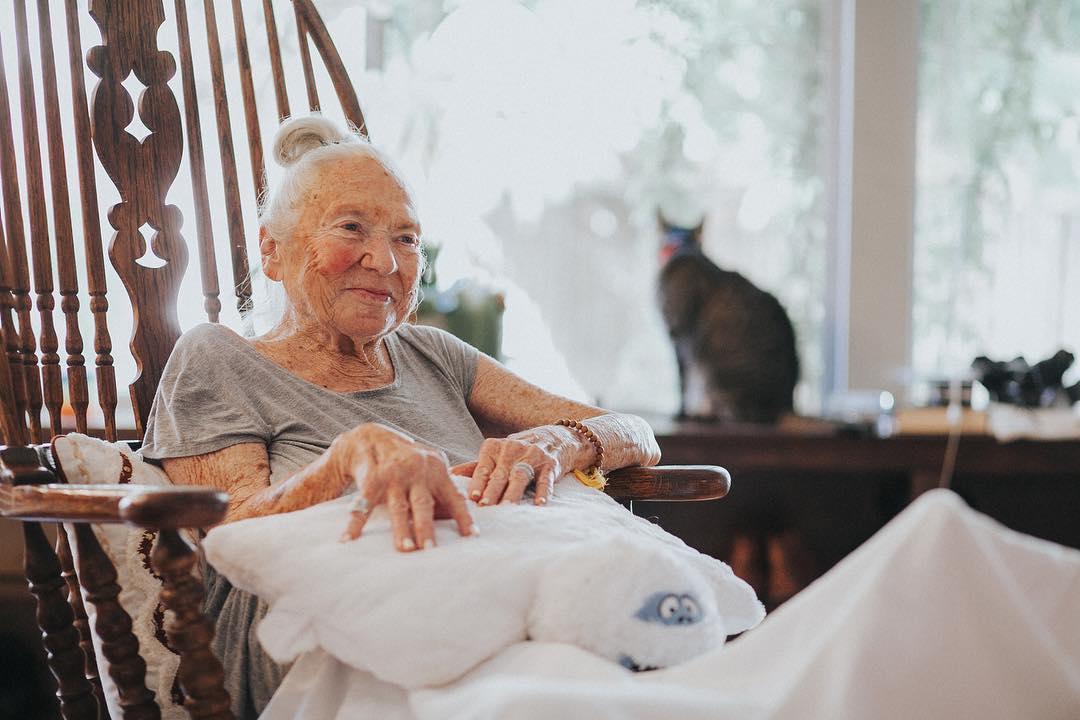 Norma Cook, idosa ajudada pelo ator Chris Salvatore