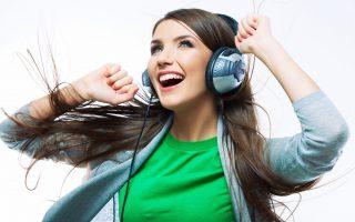 rapariga ouvir música alegria felicidade