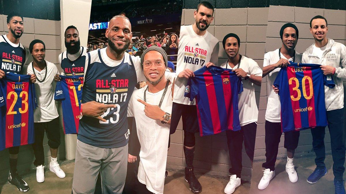 Ronaldinho Gaúcho oferece camisolas Barcelona a estrelas do NBA no All-Stars Game
