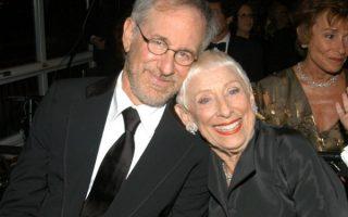 Steven Spielberg e a mãe Leah Adler capa