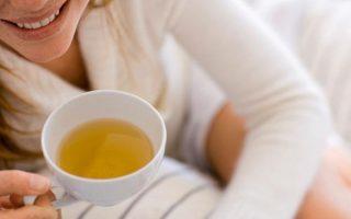 Beber chá branco