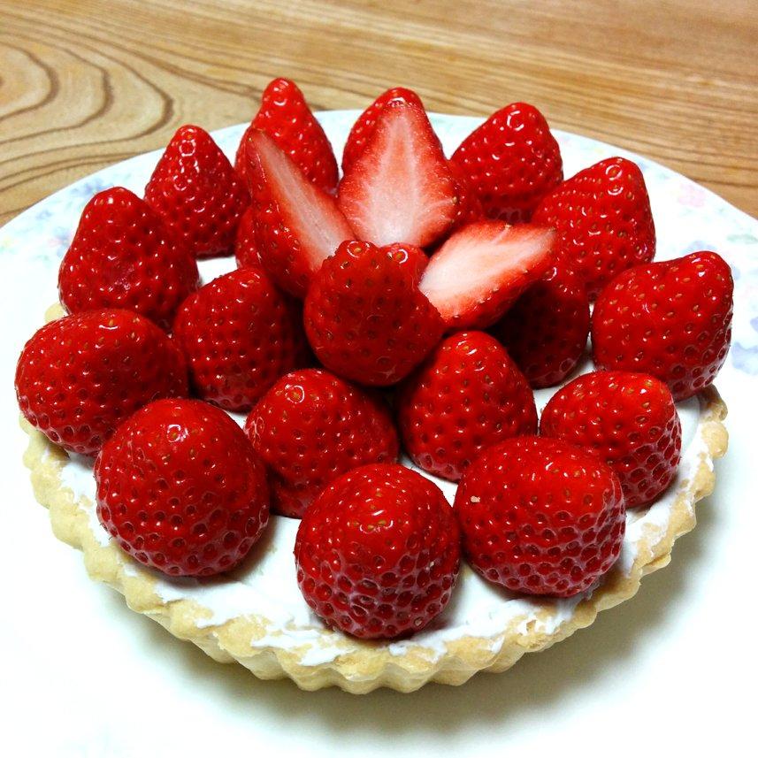 bolo de morangos original sem vermelho ilusão de ótica