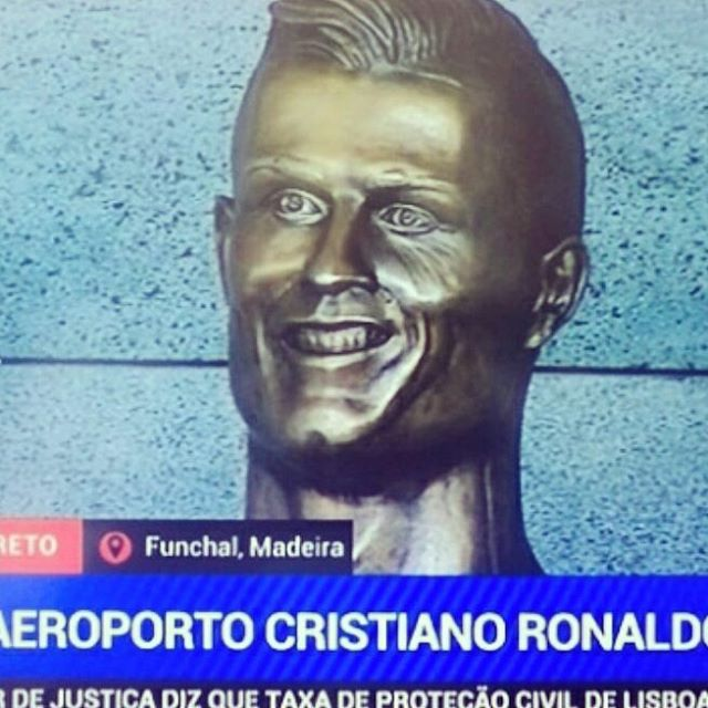 Busto de Cristiano Ronaldo aeroporto