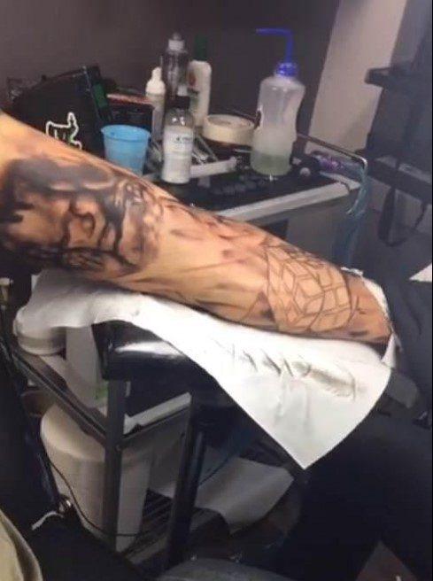 Ecografia do filho de Fanny tatuada no braço do pai 2