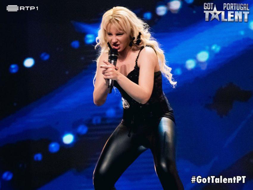 Gladis de Coste, imita Shakira