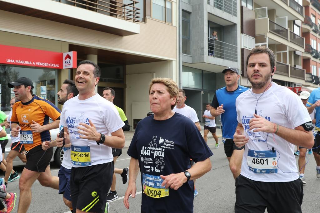 dfd73946596b4 Pais e filhos celebram dia especial a correr pela cidade do Porto ...