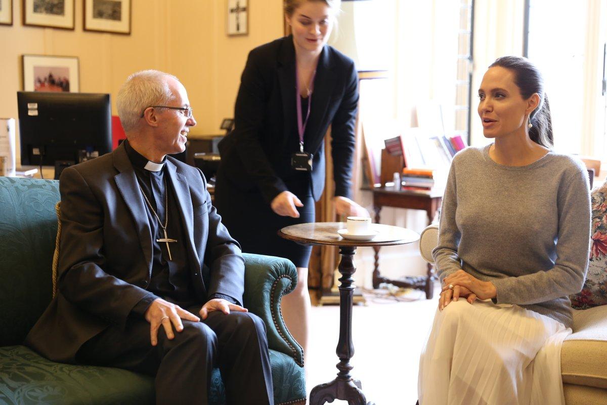Justin Welby e Angelina Jolie sem soutien