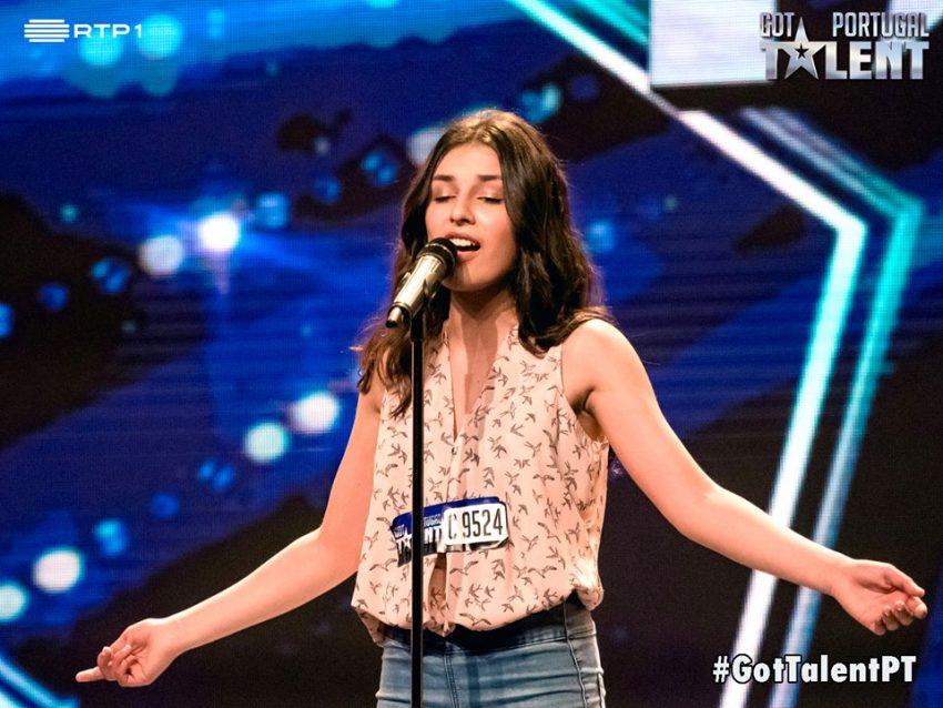 Lara Oliveira, canto lírico