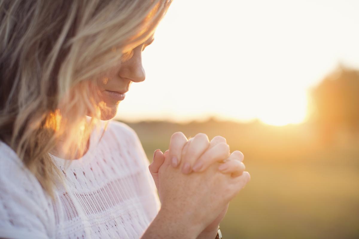 Suficiente Oração pode ajudar a alcançar o que deseja - MoveNotícias RM06