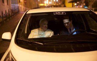 Papa Francisco carro elétrico Nissan Leaf 2