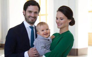 Príncipe Carl Philip e Sofia da Suécia com filho capa original
