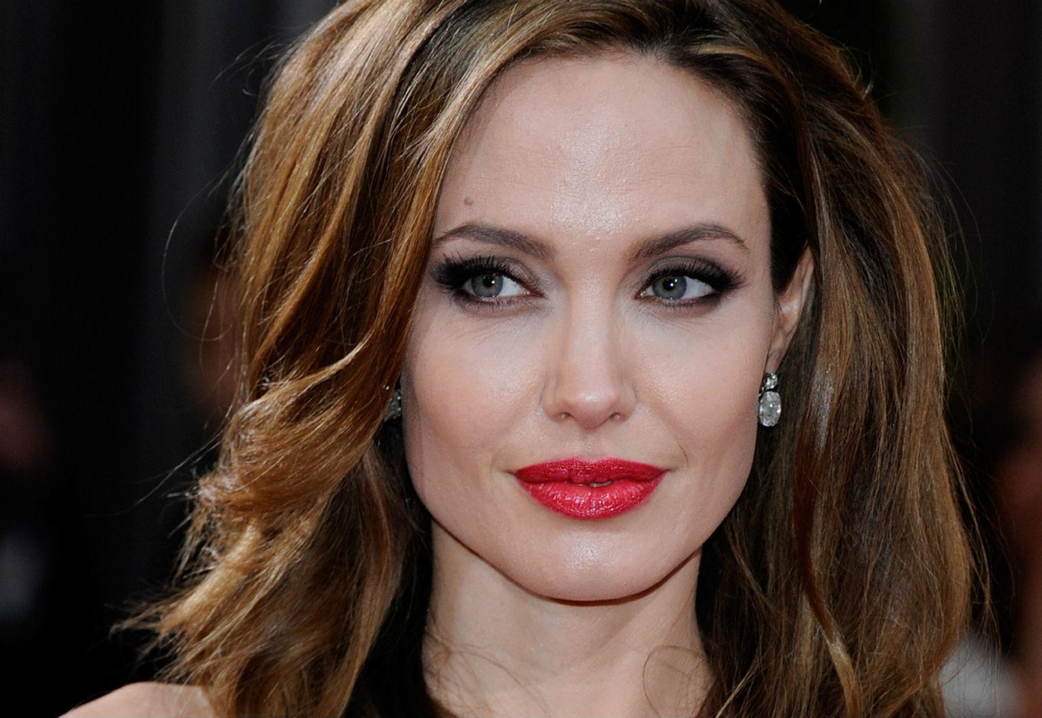 Angelina jole teniendo sexo