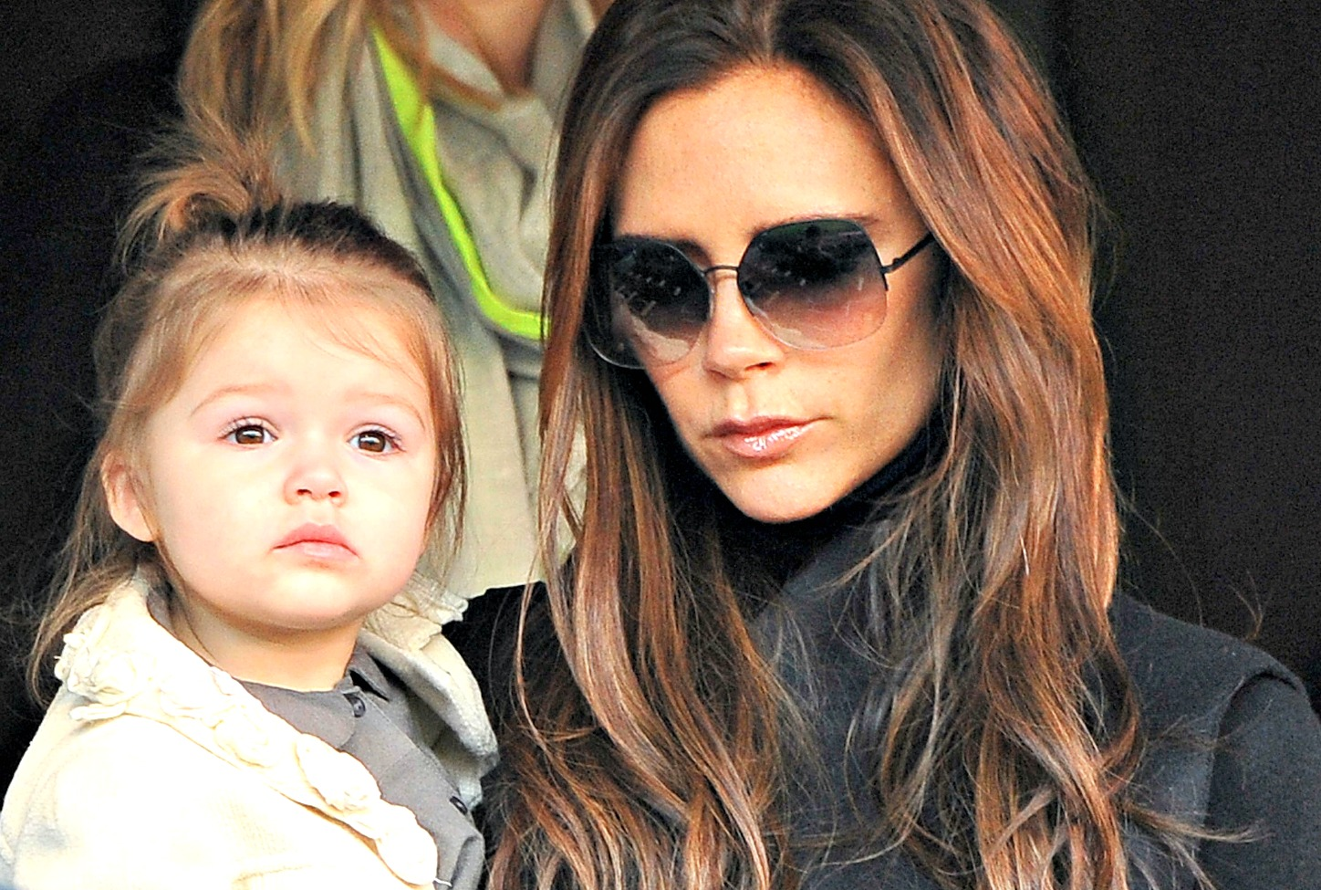 Victoria Beckham condecorada pelo Duque de Cambridge