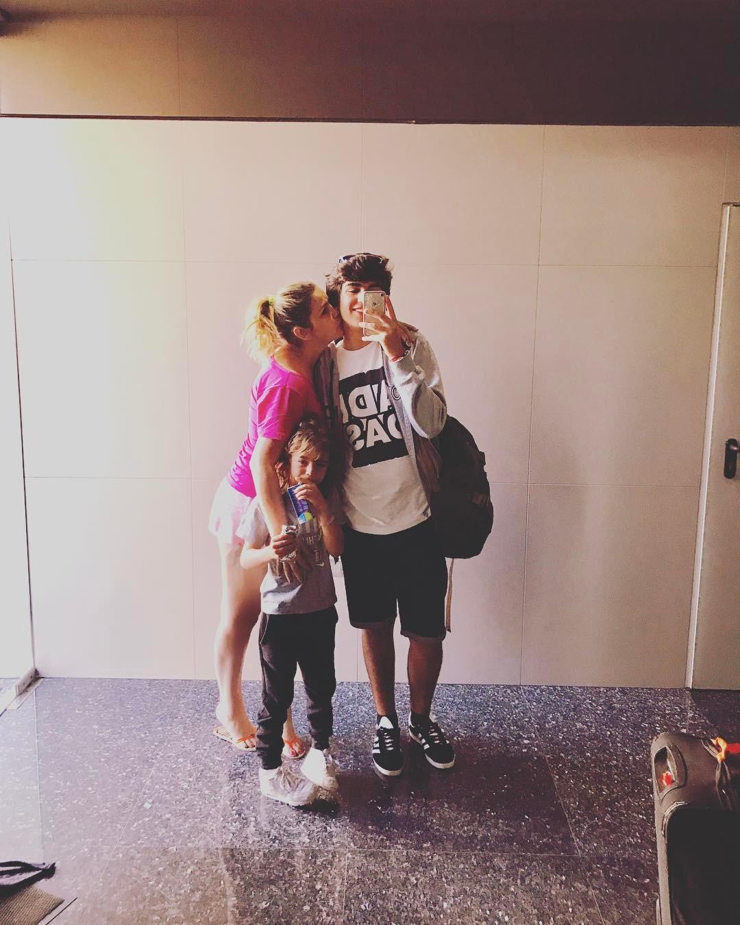 Kátia Aveiro e os filhos