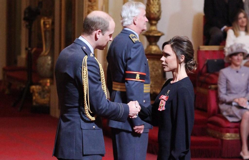 Victoria Beckham homenageada pela família real