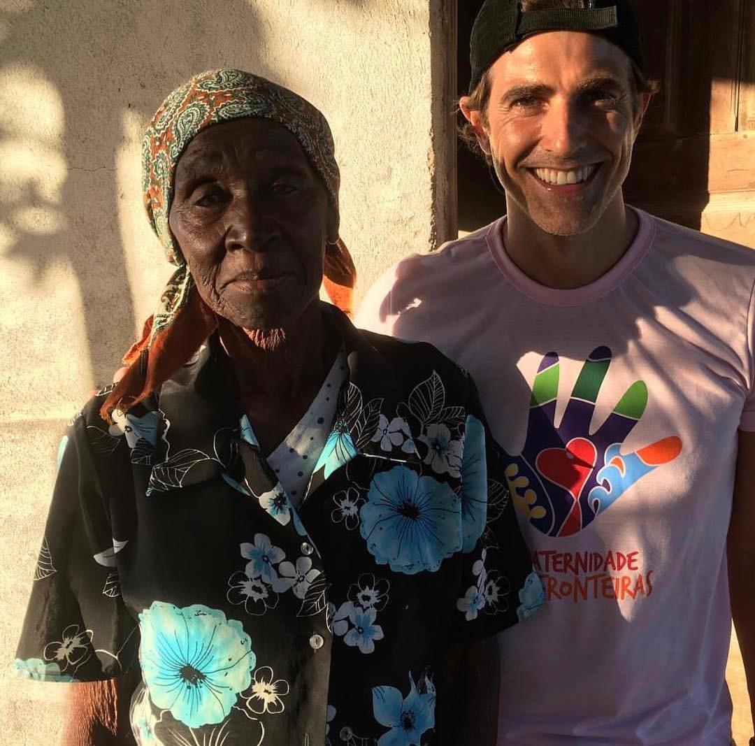 Reynaldo Gianecchini adota novo look em Moçambique ...