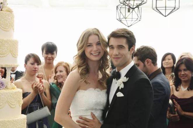 Emily VanCamp e Josh Bowman, de Revenge, estão noivos