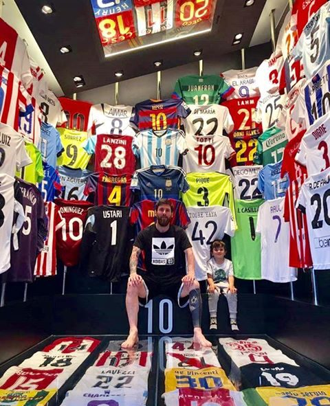 dbe86f4f24 Messi deixa Cristiano Ronaldo de fora mas reserva lugar de destaque ...