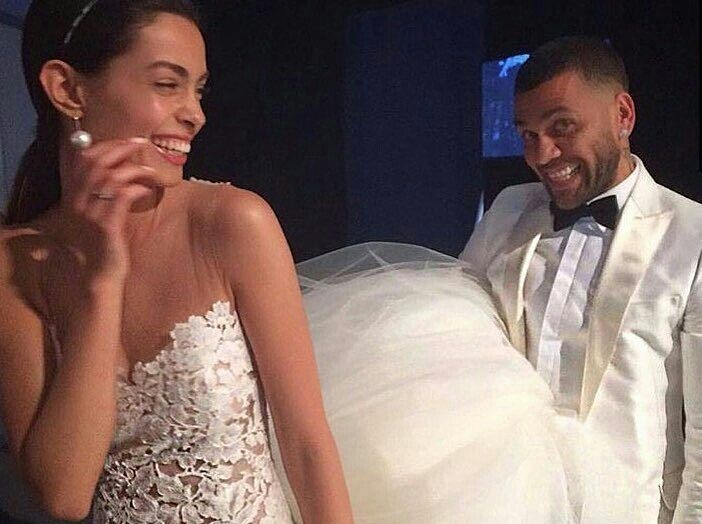 Daniel Alves se casa em segredo com modelo espanhola - Esportes