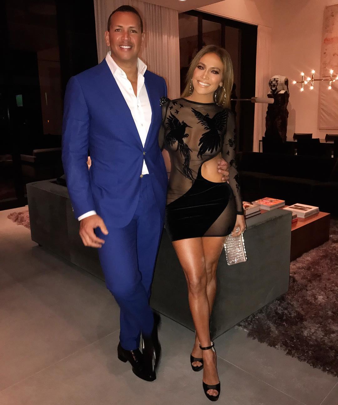 Jennifer Lopez comemora o seu aniversário de 48 anos com festança
