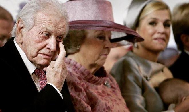 Rainha Máxima da Holanda chora morte do pai