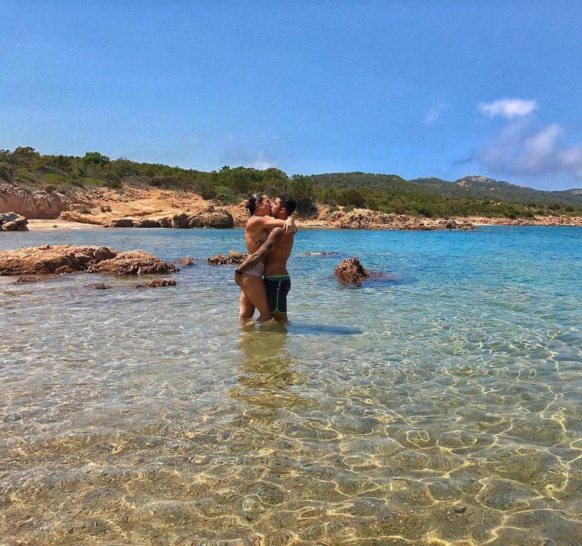 Luana Piovani posa exuberante em cenário paradisíaco
