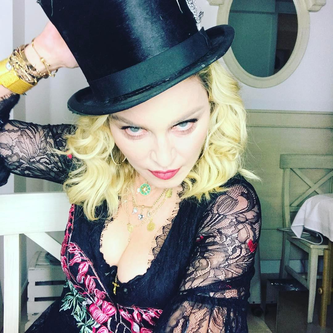 Rendida a Lisboa, diverte-se em Alfama — Madonna